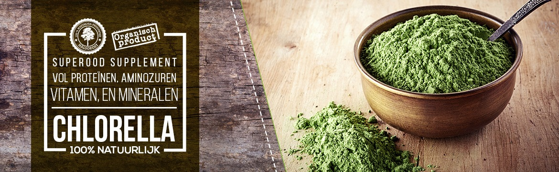 Banner chlorella - Schaal chlorella poeder met daarin lepel en als tekst over proteine, aminozuren, vitaminen en mineralen