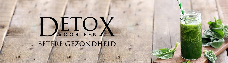 Banner detox - Een houte tafel met daarop een glas groene smoothie en wat sla met als teskt detox voor een betere gezondheid