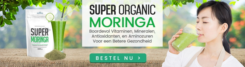 Banner moringa - Vrouw die moringa drankje drinkt, glas moringa drink en verpakking super moringa poeder